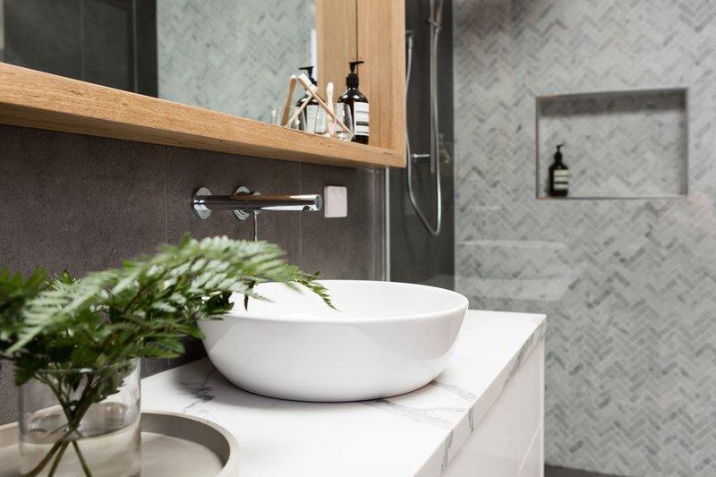 Badezimmer-Heizung-Sanitär-Schöpf